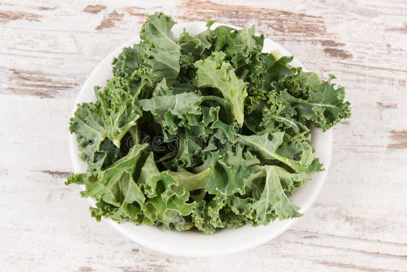 Couve encaracolado nutritivo saudável fresca como o ingrediente do coctail foto de stock