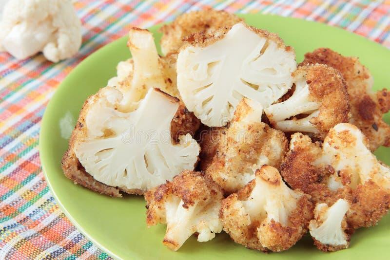 A couve-flor fritou em migalhas do ovo e de pão foto de stock royalty free