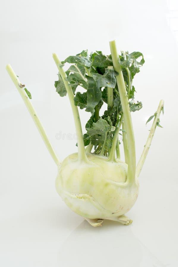 A couve-rábano fresca com verde sae (Brassica Oleracea L var C.C. do caulorapa) foto de stock