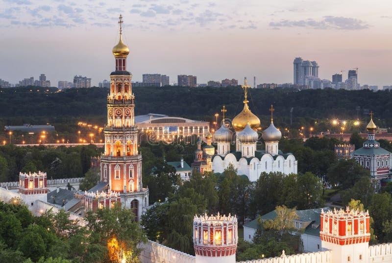 Couvent de Novodevichy (à la soirée), également connu sous le nom de monastère de Bogoroditse-Smolensky photo libre de droits