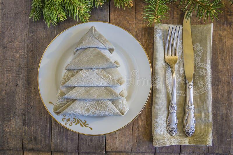Couvert de fête pour Noël ou le dîner de nouvelle année images libres de droits