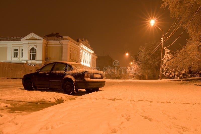 Couvert de véhicules de neige (l'hiver) image libre de droits