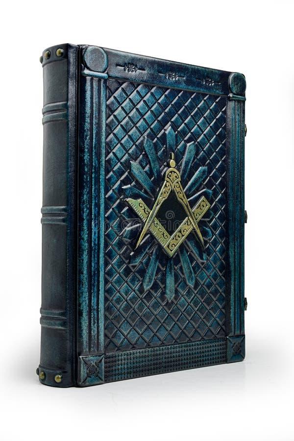 Couverture de livre en cuir bleu-foncé âgée avec le symbole de place et de boussole sur la couverture photos libres de droits