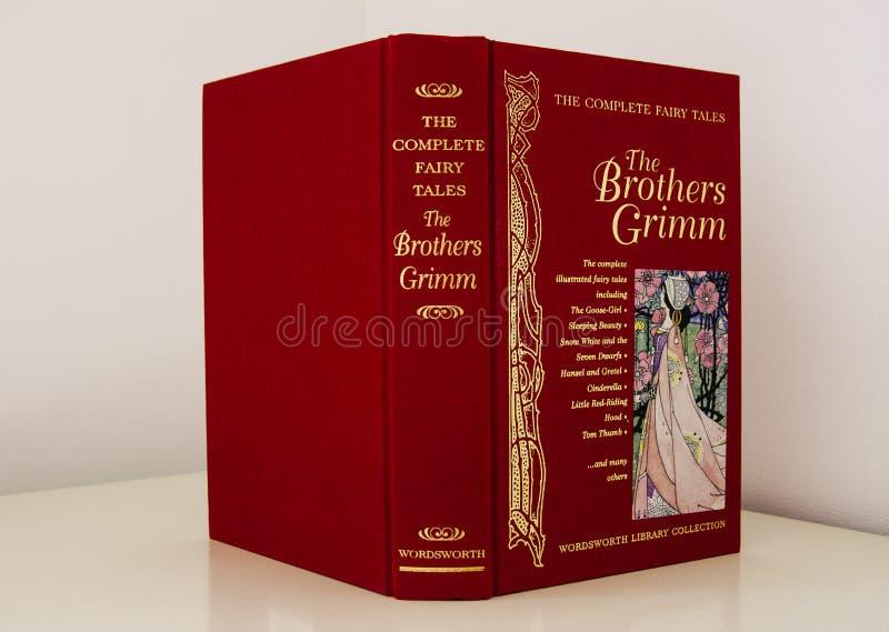 Couverture de livre rouge de conte de fées photos libres de droits