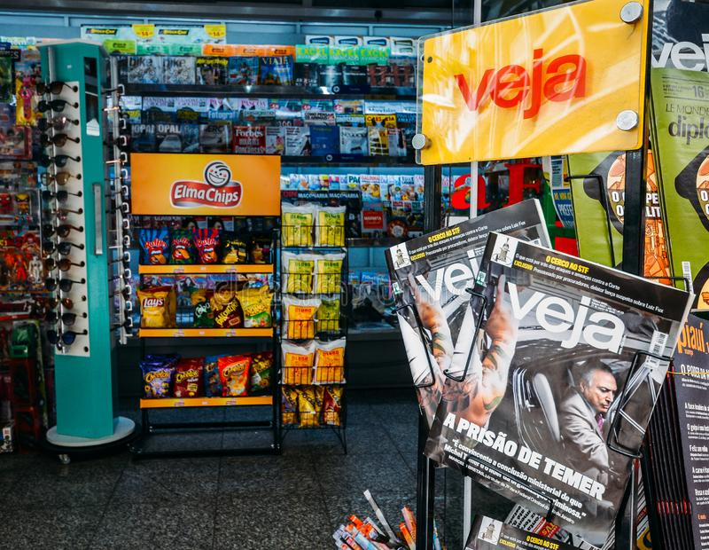 Couverture de magazine de VEJA d'ex-président Michael Temer étant arrêté pour des frais de corruption image stock