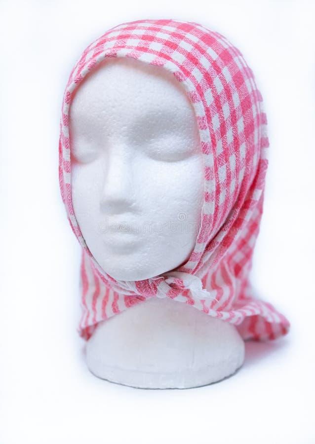 Couverture modèle principale de mannequin femelle de mousse avec la serviette de thé sur le fond blanc photo libre de droits
