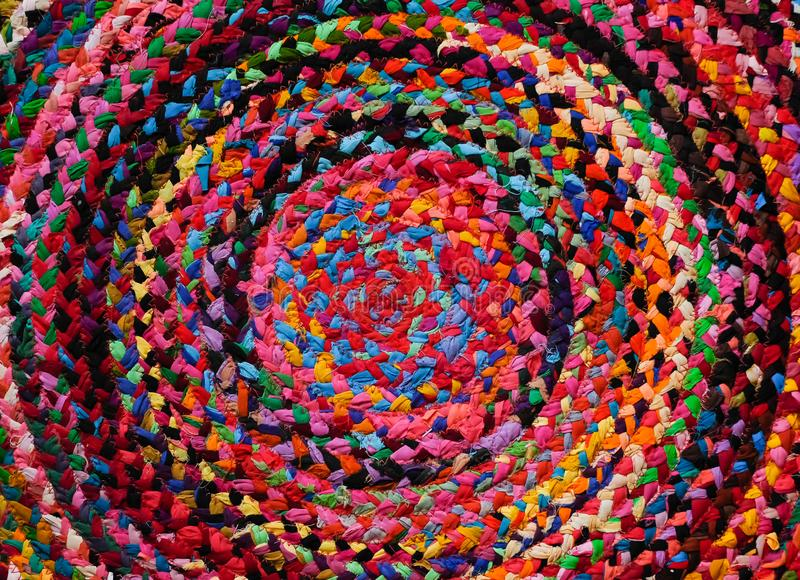 Couverture péruvienne de style d'Africain rond coloré ou fin tissée de surface de tapis  Motifs ethniques et tribals Accent lumin photographie stock libre de droits