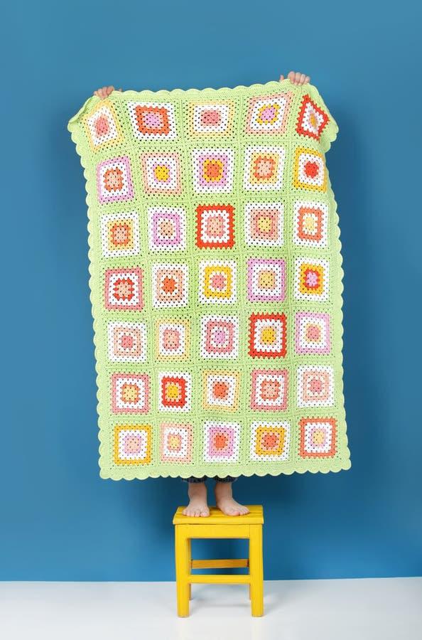 Couverture tricotée faite main image stock