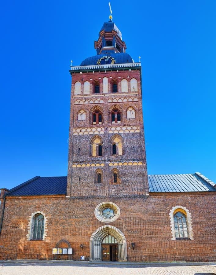 Couvrez d'un dôme l'église luthérienne médiévale de cathédrale avec des éléments de Romane images stock