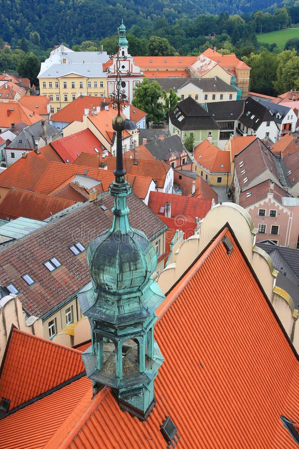 Couvrez le dessus et la vue de la tour d'église en Thabor, République Tchèque photo stock