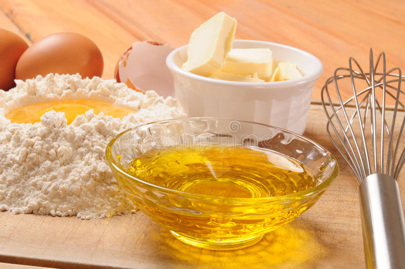 Couvrez les ingrédients d'une croûte. photographie stock libre de droits