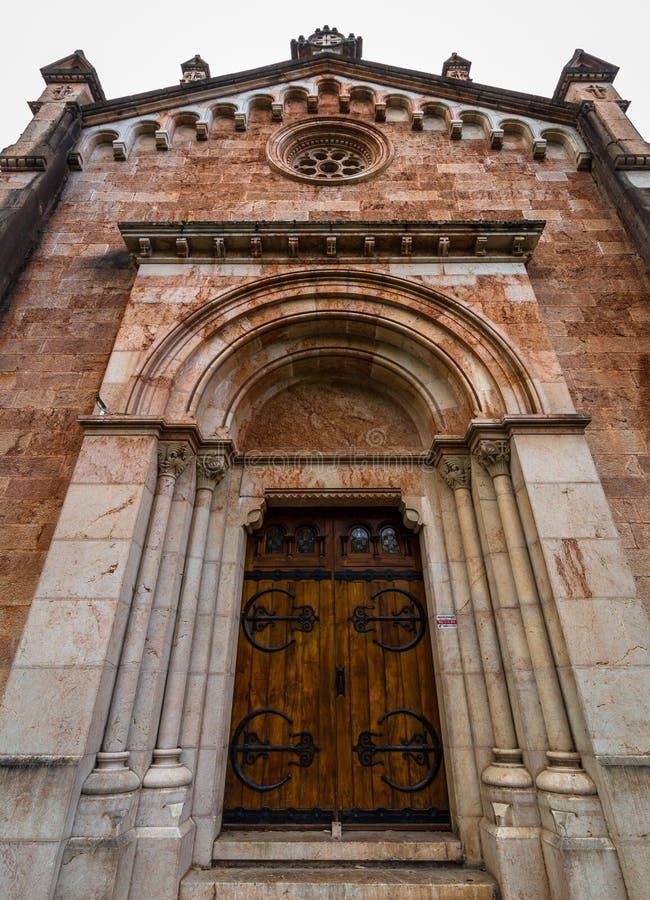 Covadonga Basilica Side Door foto de stock