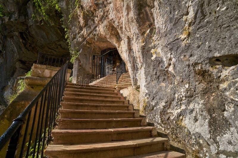 Covadonga Santa jama Katolicki sanktuarium Asturias obraz stock