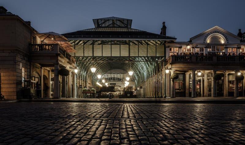 Covent Garden por noche imagenes de archivo