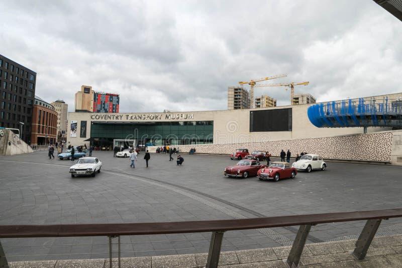 COVENTRY, VEREINIGTES KÖNIGREICH - 13. Oktober 2017 - Ansicht des Transport-Museums im Jahrtausend-Platz, Coventry, West Midlands stockfotografie
