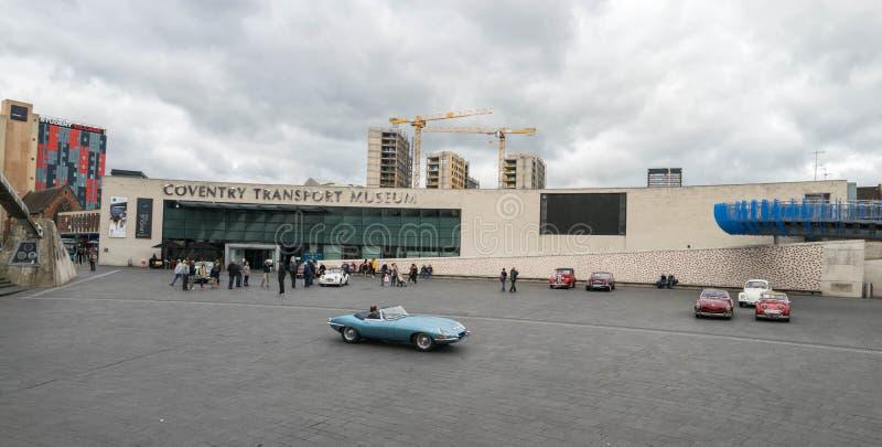 COVENTRY, VEREINIGTES KÖNIGREICH - 13. Oktober 2017 - Ansicht des Transport-Museums im Jahrtausend-Platz, Coventry, West Midlands stockbilder