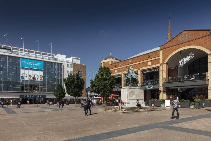 Coventry, Warwickshire, Regno Unito 27 giugno 2019, quadrato principale di broadway e negozi fotografia stock libera da diritti