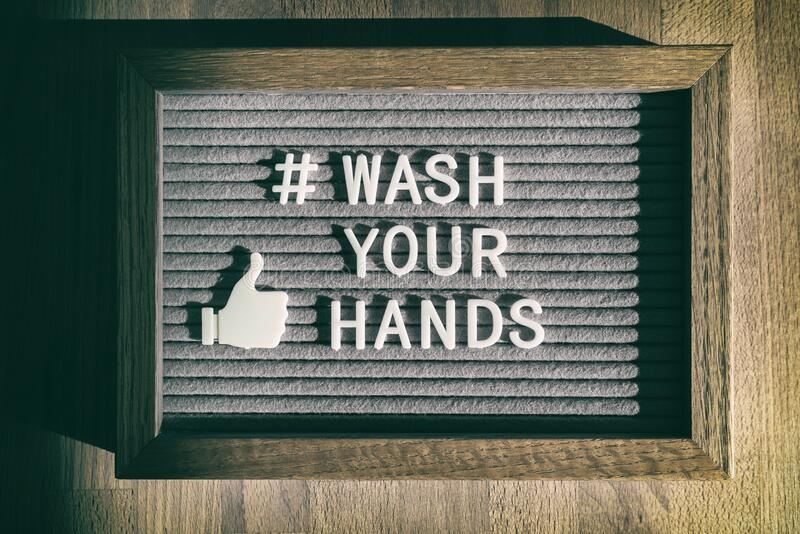 COVID- 19 χειρός υγιεινή coronavirus μήνυμα στα μέσα κοινωνικής δικτύωσης για το πλύσιμο του hashtag Σήμα πίνακα αισθημάτων για τ στοκ φωτογραφία με δικαίωμα ελεύθερης χρήσης