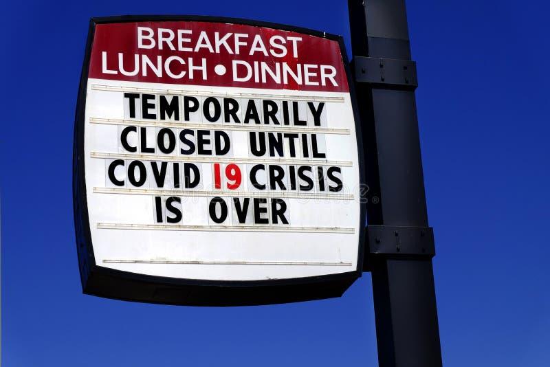 Covid -19 Coronavirus Закрытый ресторан, где обедают продукты питания Карантин стоковые изображения rf