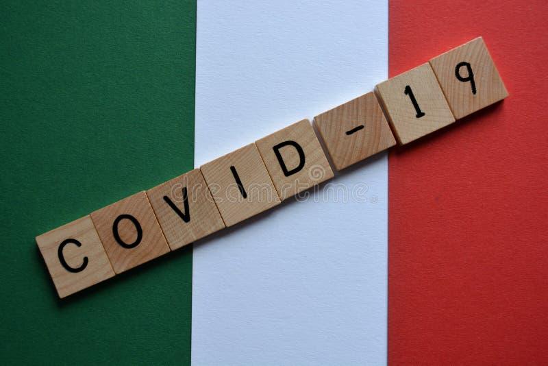 Covid-19, Coronavirus, in den Farben der italienischen Flagge stockfotos