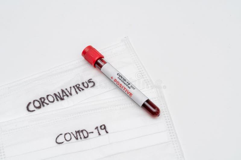 COVID 19 Coronavirus, infekterat blodprov i provröret royaltyfri bild