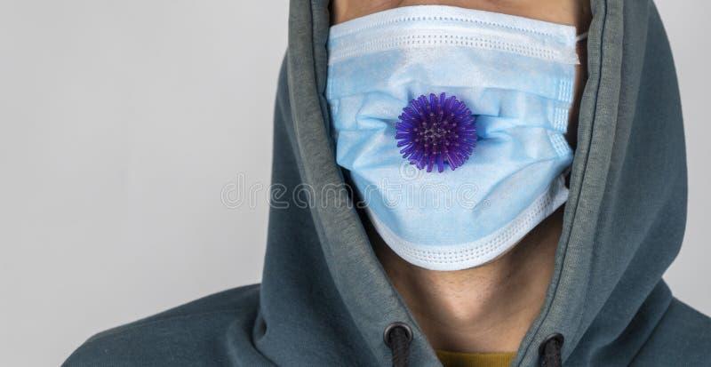 COVID-19 Maschera medica per la protezione contro l'influenza e altre malattie coronavirus Maschera di protezione chirurgica fotografia stock libera da diritti