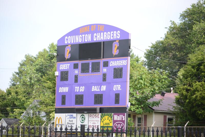 Covington-Ladegerät-athletisches Feld-Anzeigetafel, Covington, TN lizenzfreies stockbild