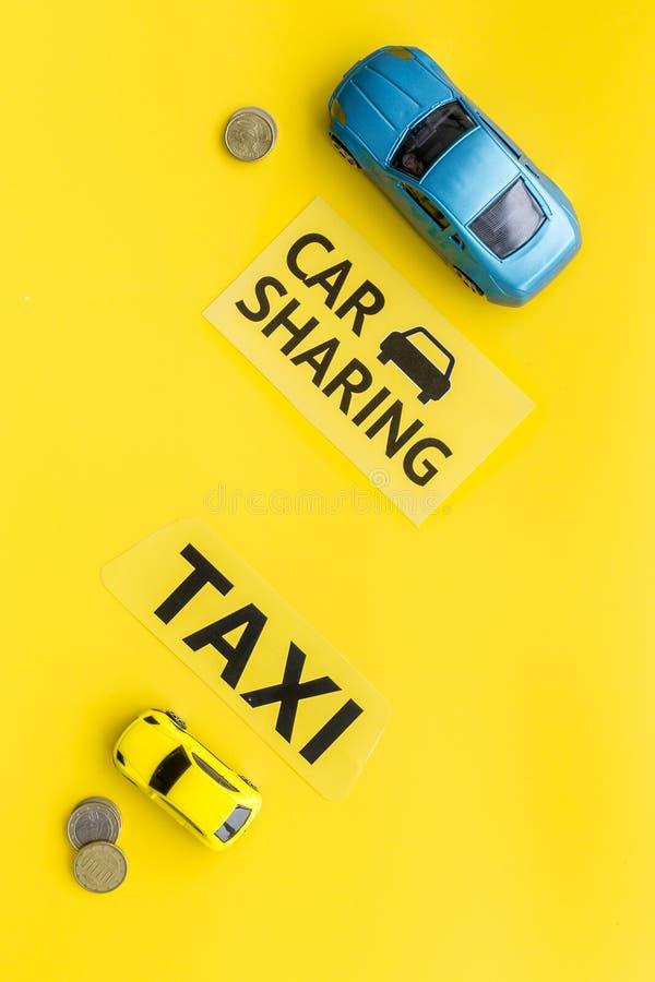 Covoiturage contre le concept de taxi Comparer le système et le taxi de covoiturage Concept de voyage de bateau Pièces de monnaie images libres de droits