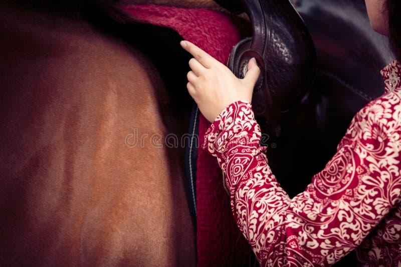 Cow-girl avec son cheval photo stock