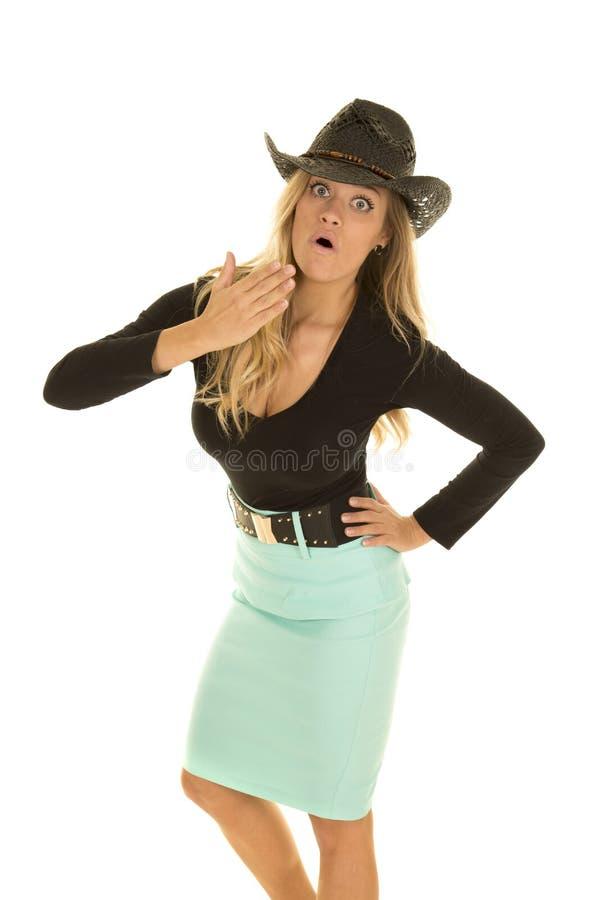 Cow-girl dans la jupe verte étonnée photographie stock