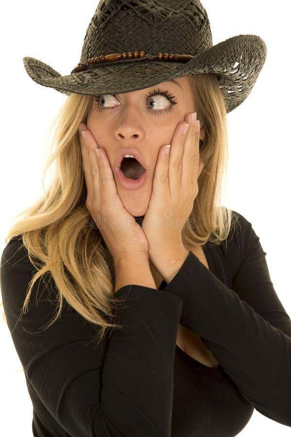 Cow-girl dans le côté de regard étonné par noir photos libres de droits