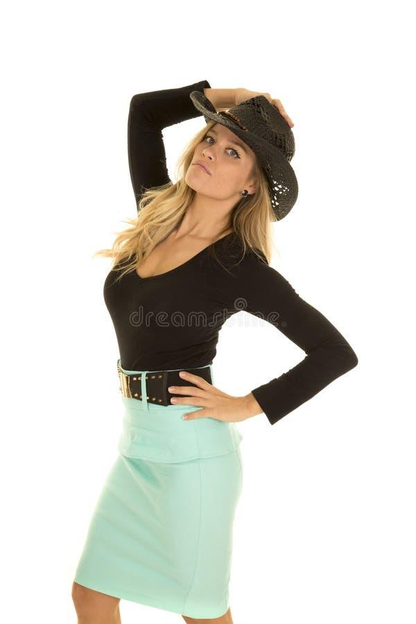 Cow-girl dans le côté vert de jupe sérieux photographie stock libre de droits