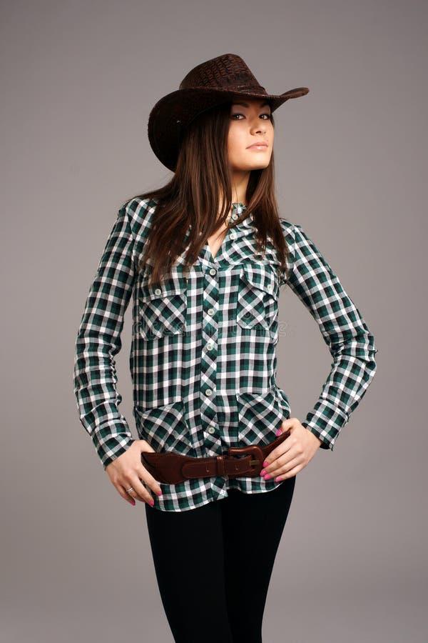 Cow-girl de rodéo dans un chapeau de cowboy images libres de droits