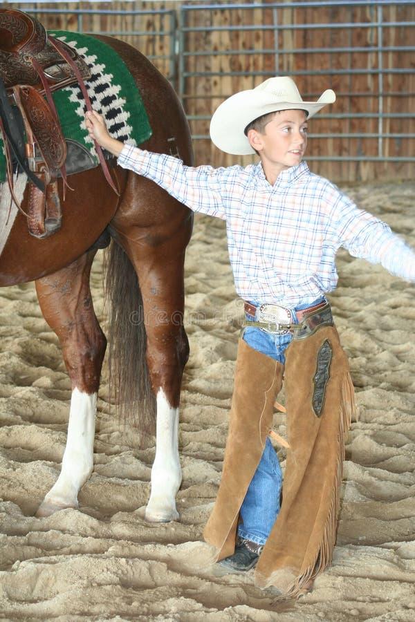 Cowboy avec son cheval images stock