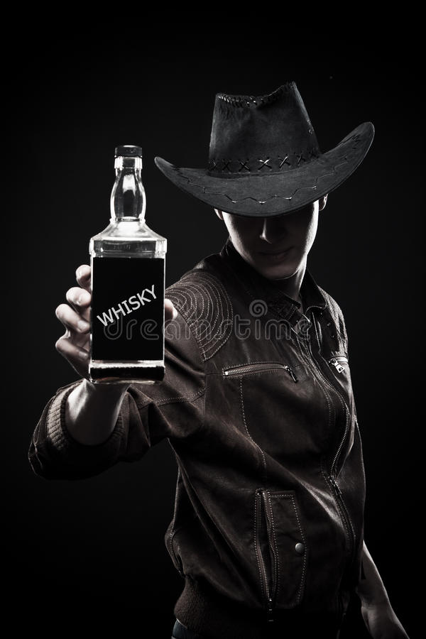 Cowboy com a garrafa do uísque fotos de stock royalty free