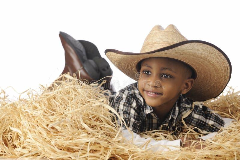 Cowboy dans le foin photos stock