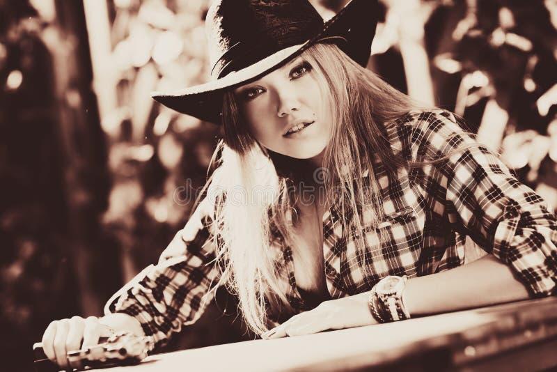 Cowboy de jeune femme images libres de droits