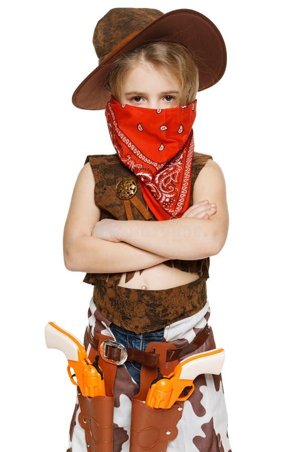 Cowboy de petite fille restant avec les mains pliées images libres de droits