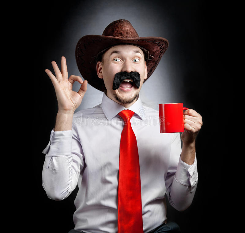 Cowboy divertente con la tazza fotografia stock