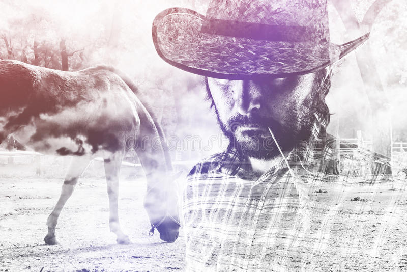 Cowboy Farmer portant Straw Hat sur le ranch de cheval photo stock