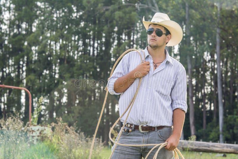 Cowboy het letten op royalty-vrije stock afbeeldingen