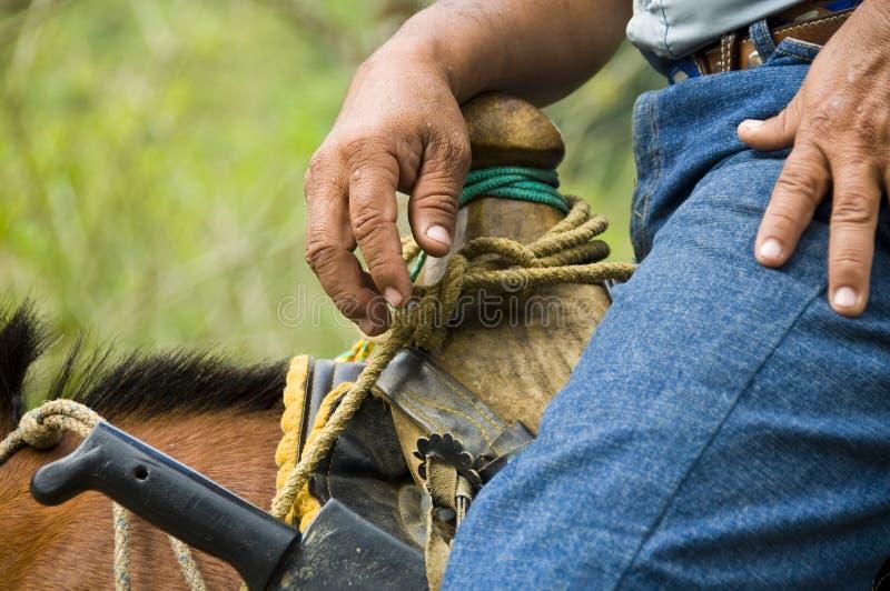 Cowboy im Sattel stockbilder