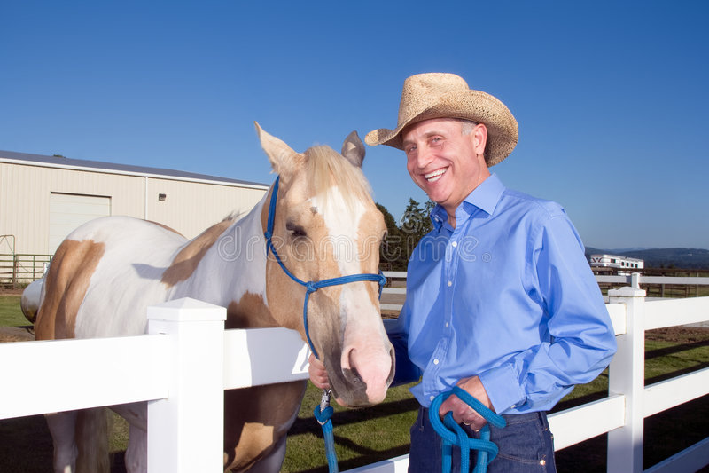 Cowboy mit dem Pferd - horizontal stockbilder