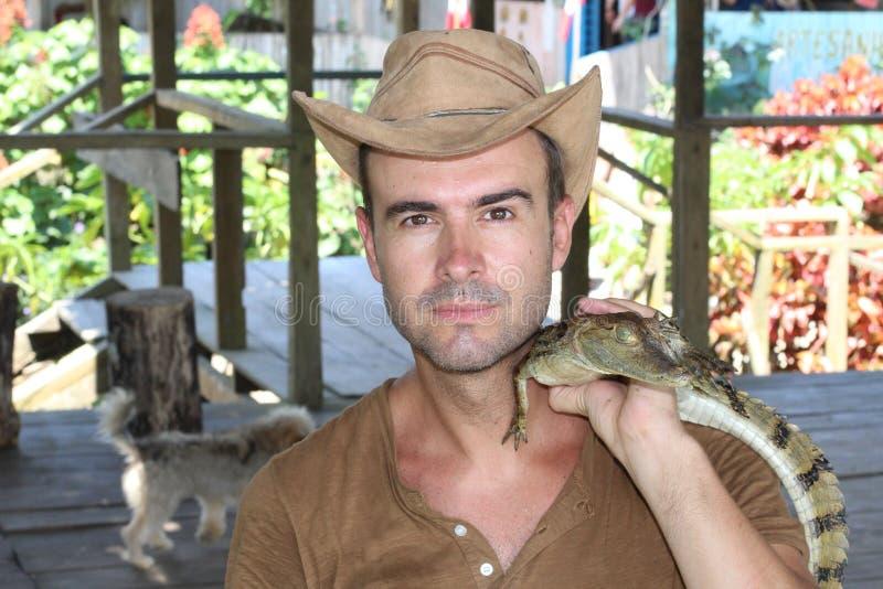 Cowboy mit einem seltsamen Haustier lizenzfreie stockbilder