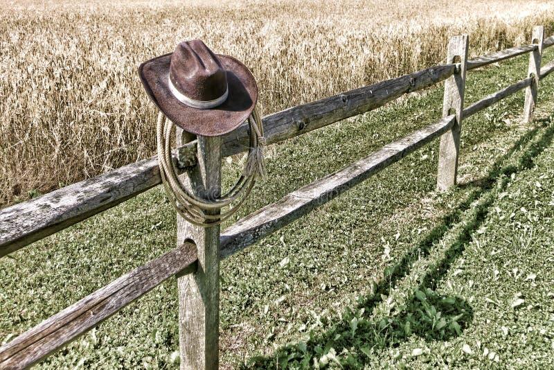 Cowboy occidental américain Hat de rodéo et lasso sur la barrière photos libres de droits