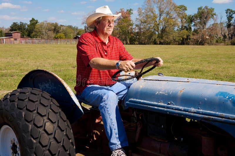 Cowboy sul trattore fotografie stock