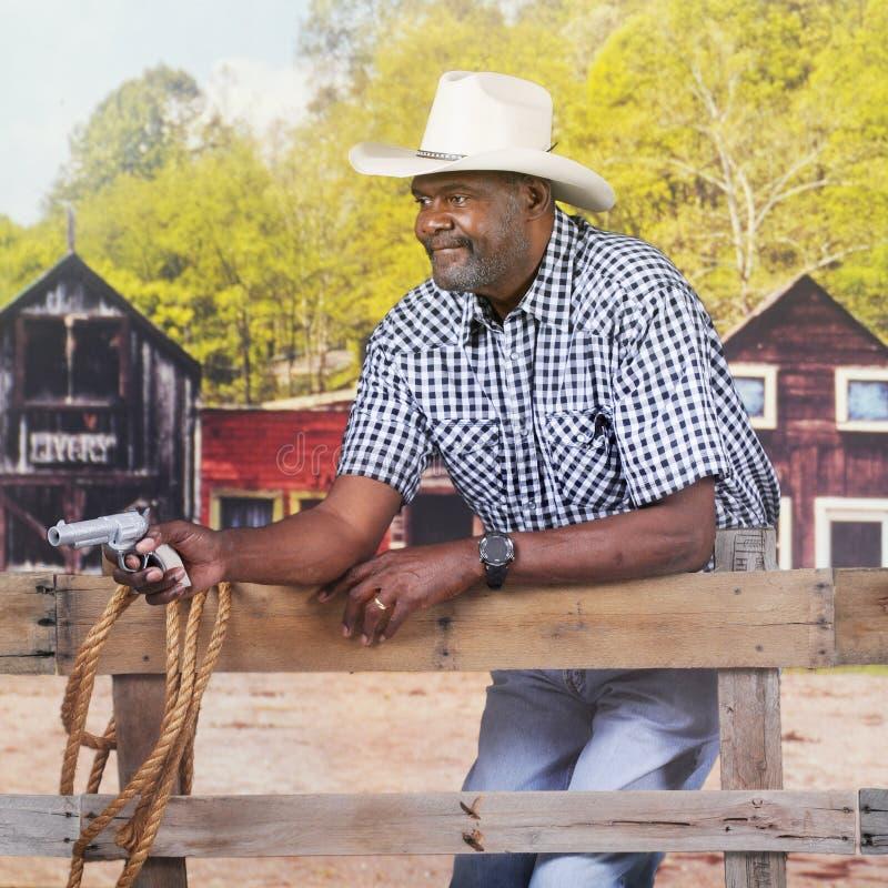 Cowboy zu schießen Prepared stockbild