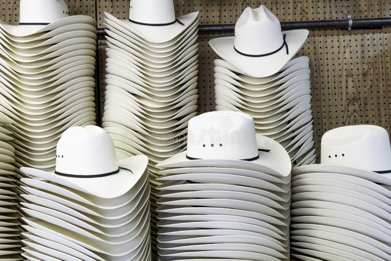 Cowboyhüte auf Anzeige für den Calgary-Ansturm lizenzfreies stockfoto