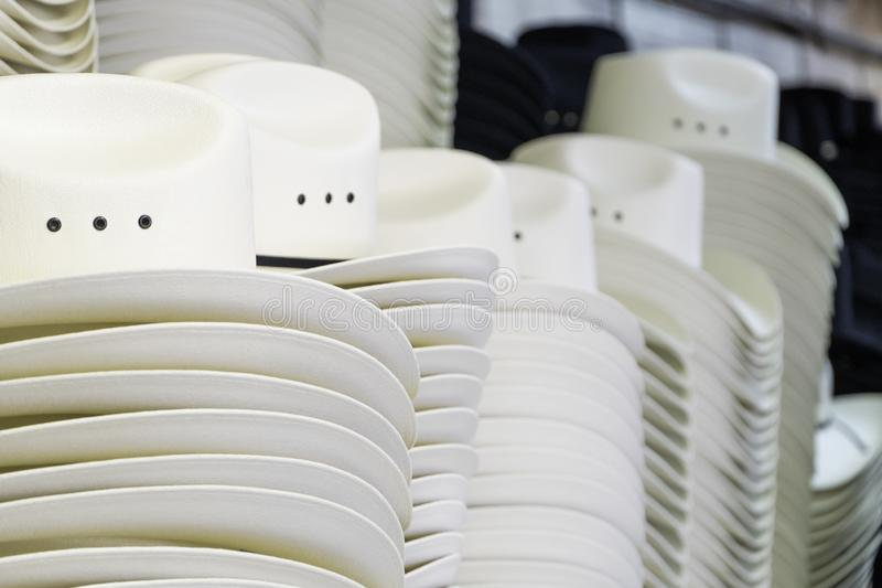 Cowboyhüte auf Anzeige für den Calgary-Ansturm lizenzfreie stockfotografie