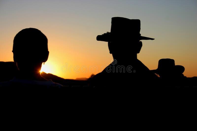 Cowboyhüte im Sonnenuntergang lizenzfreies stockbild